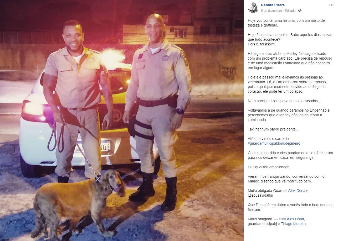 Guardas municipais ajudam mulher a levar seu cão doente para casa no Engenho de Dentro