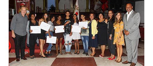 Jovens do Estácio recebem 49 certificados da SMASDH