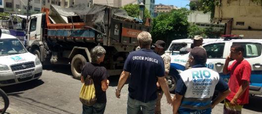 Prefeitura interdita obra irregular em área de encosta em Copacabana