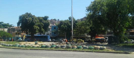 Praça no entorno da UERJ ganha ação de ordenamento urbano