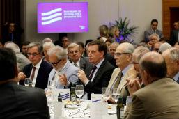 Crivella sugere a futuro ministro da Economia municipalização do Porto do Rio