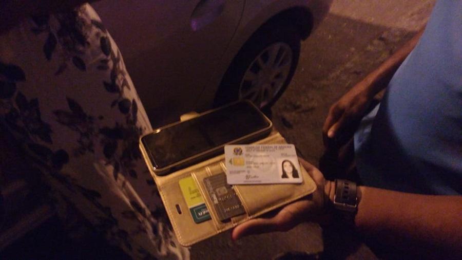 Guardas prendem motorista de aplicativo por se apropriar de bolsa e celular esquecidos no veículo