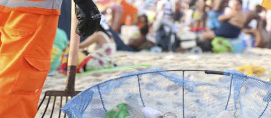 Comlurb recolhe 757 toneladas de lixo durante Réveillon 2019, sendo 385 em Copacabana