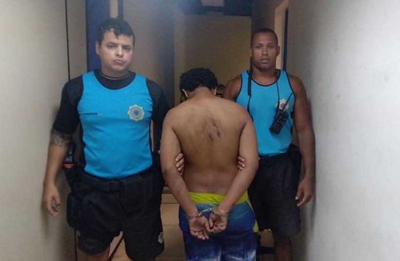 Guardas prendem dois homens e apreendem quatro adolescentes por furtos em praias da Zona Sul