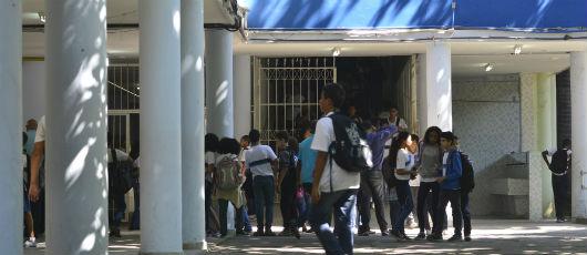 Crivella anuncia R$ 20 milhões para botar ar-condicionado em 263 escolas