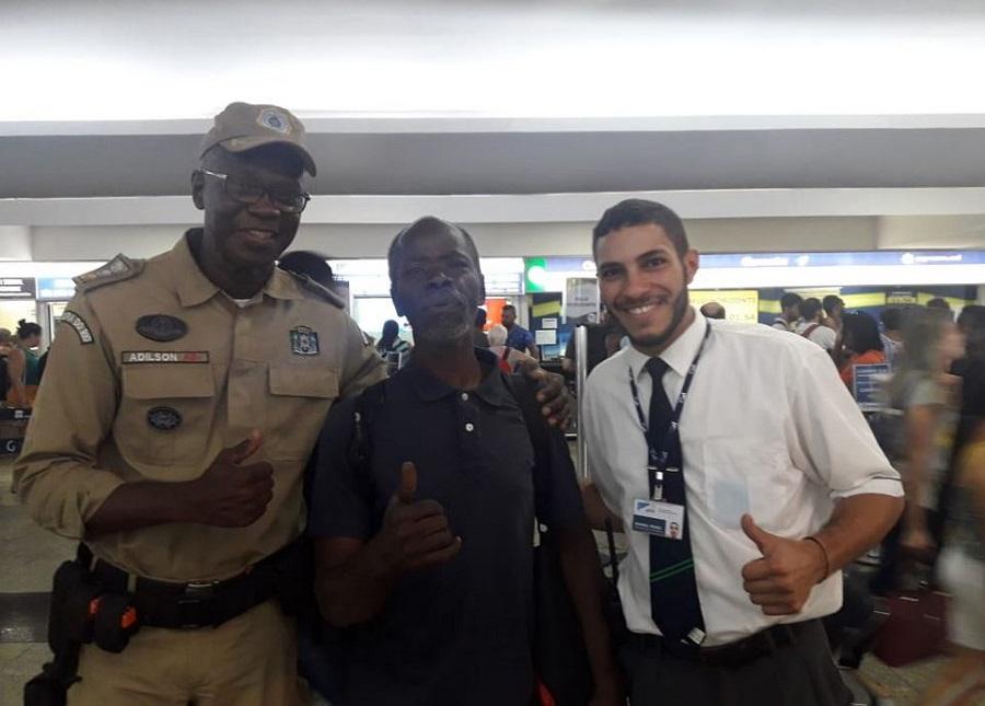 Guardas municipais da 12 ª Inspetoria ajudam homem a voltar para casa em Brasília