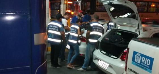 Ação da SMTR na garagem da Transportes Barra resulta em 20 ônibus lacrados e 44 autuações