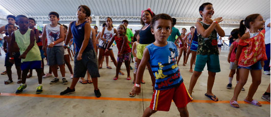 Caravana Carioca de Férias leva alegria às crianças de Honório Gurgel
