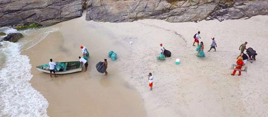 Comlurb e ONG recolhem cerca de três toneladas de resíduos da Trilha do Perigoso