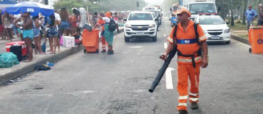 Comlurb coletou 10 toneladas de lixo nos blocos de rua deste domingo