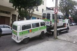 Fiscais removem e lacram 89 vans irregulares