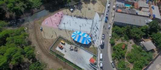 Obra transforma lixão em praça com quadra de esportes e lazer em Acari