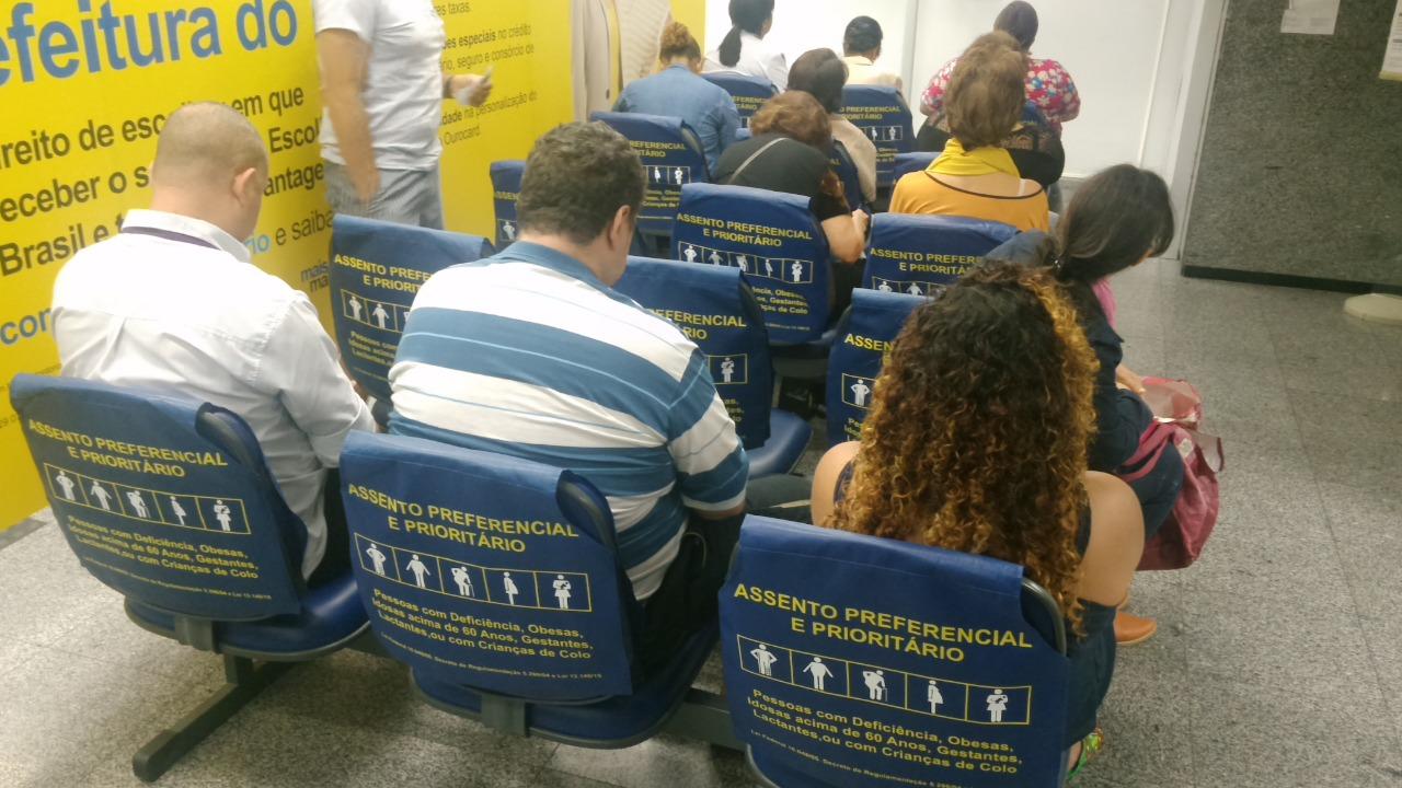 Procon Carioca multa 20 agências bancárias